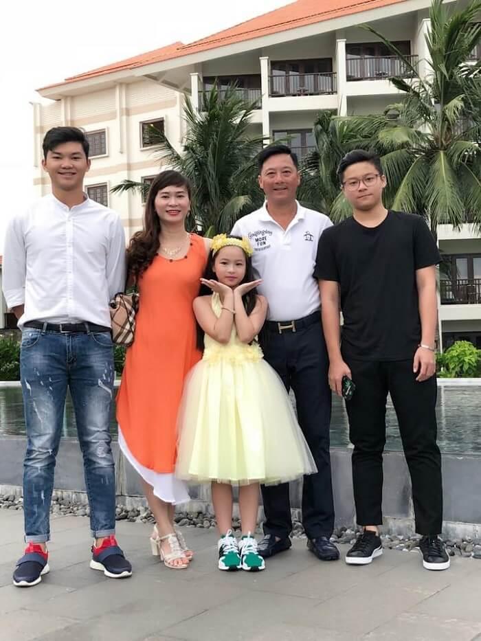 Gia đình đáng ngưỡng mộ của HLV Lê Huỳnh Đức